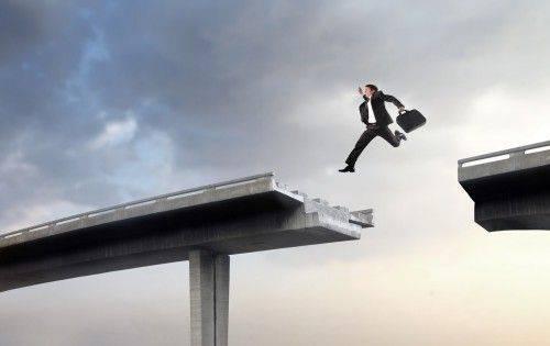 Il existe plusieurs cas dans lesquels il est temps de passer du régime de l'auto-entrepreneur à un autre  statut d'entreprise !